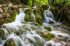 Watervallen in Aard Stock Foto's