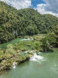 Watervallen bij Loboc-Rivier, Loboc Bohol stock foto