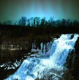 Watervallen bij nacht Stock Foto