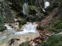 Watervallen dichtbij Bachkovo Bulgarije Stock Fotografie