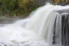Watervallen in diep bos Royalty-vrije Stock Afbeeldingen