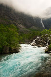 Watervallen en berg Noorwegen Stock Afbeeldingen