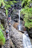 Watervallen en mensen, Slowaaks Paradijs, Slowakije, Europa Stock Afbeeldingen