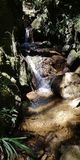 Watervallen en rivier in guarne, antioquia royalty-vrije stock foto's