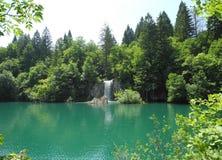 Watervallen, meren en bos Royalty-vrije Stock Afbeeldingen