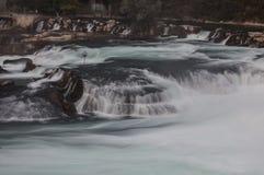 Watervallen met rotsen Royalty-vrije Stock Foto