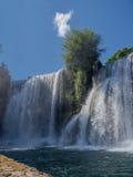 Watervallen in stad Jajce Royalty-vrije Stock Foto