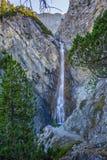 Watervallen van Altein-cascade dichtbij Arosa, bomen, rotsen royalty-vrije stock foto