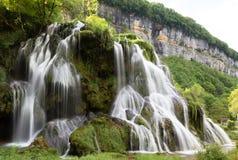 Watervallen van baume-Les-Messieurs - het Juragebergte - Frankrijk stock afbeelding