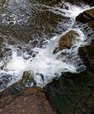 Watervalnauwe vallei stock afbeelding
