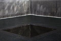 Watervalvoetafdruk van WTC, Nationaal 11 September Gedenkteken, de Stad van New York, New York, de V.S. Stock Afbeeldingen