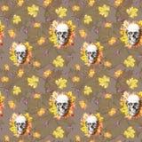 Waterverf die naadloze menselijke schedel als achtergrond voor Halloween met de herfst gele bladeren en bloemen in de oogkassen v Royalty-vrije Stock Afbeelding