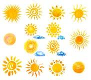 Waterverfhand geschilderde zon en wolken vector illustratie