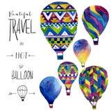 Waterverfkaart met hete luchtballon Hand getrokken uitstekende collageillustratie Vectorjonge geitjestextuur Stock Foto's