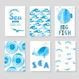 Waterverfoverzees in blauwe en witte kleuren wordt geplaatst die Inzameling van kaartenmalplaatje Royalty-vrije Stock Foto's