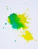 Waterverfplons in groene gele tinten op witte achtergrond stock afbeeldingen