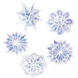 waterverftekening van sneeuwvlokken, reeks van 6 sneeuwvlokken, purper op een wit Stock Foto's