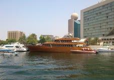 Watervervoer Doubai stock afbeelding