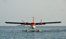 Watervliegtuig dat in Bathala (de Maldiven) landt Royalty-vrije Stock Foto's