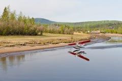 Watervliegtuig dat van rivier opstijgt Royalty-vrije Stock Foto