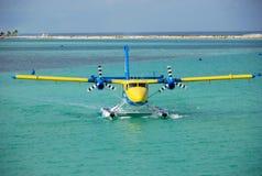 Watervliegtuig op een water, de Maldiven Stock Afbeeldingen