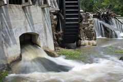 Waterwheel. On flooded Big Raccoon Creek in Bridgeston, Indiana Stock Photo