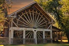 Waterwheel au coucher du soleil Photo stock