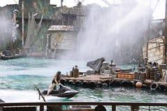 Waterworld är en Live Sea Spectacular dragning arkivfoton