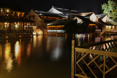 watery nattplatstown Arkivfoto