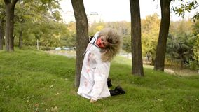 Wath del zombi de los pares en ojos metrajes