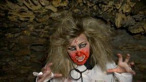Wath del zombi de los pares en ojos almacen de video