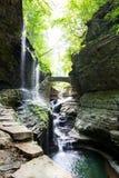 Watkins Glen State Park Stream e ponte di pietra Fotografie Stock