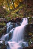 Watrefall cárpato del otoño Imagen de archivo