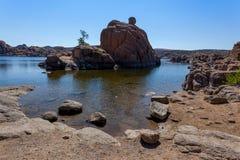 Watson Lake, acqua, formazioni rocciose Fotografia Stock Libera da Diritti