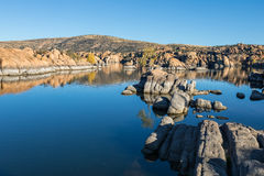 Watson Lake Reflection i nedgång Royaltyfria Foton