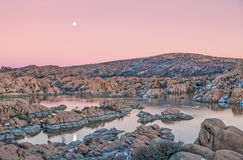 Watson Lake Sunset Moonrise Images libres de droits