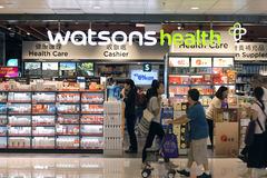 Watsons hälsovårdlager i Hong Kong, Augusti 10, 2016 Royaltyfri Bild