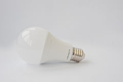 Watt E27 de l'ampoule 120 V 12 de LED sur le fond blanc Photo stock