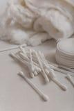 Watten, katoenen zwabbers en katoenen schijven Stock Foto