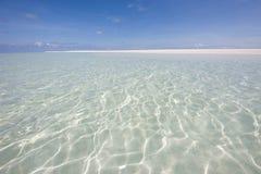 Watter claro de la isla de Kuramathi Fotos de archivo libres de regalías