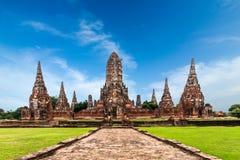 柴Watthanaram寺庙废墟在蓝天下 ayutthaya泰国 免版税图库摄影