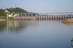 Watts de barrage et pont de barre images stock