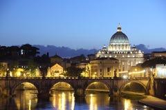 Watykański kościół przy nocą Fotografia Stock