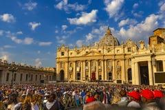 Watykan canonisation masa przy Świątobliwym Peter kwadratem zdjęcia stock