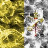 Watykan dymu flaga z czarnym tłem Zdjęcie Royalty Free