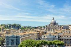 Watykan i bazylika święty Peter widzieć od Castel Sant ` Angelo zdjęcie stock