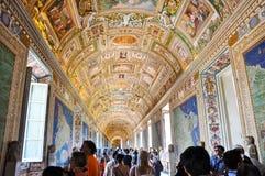 WATYKAN, LIPIEC - 20: Mapy galeria w Papieskim pałac w Watykan na Lipu 20, 2010.The mapy galeria jest galerią lokalizować na my Zdjęcie Royalty Free