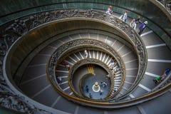 WATYKAN, MAJ - 25, 2016: Ślimakowaty schody w Watykańskim muzeum Obrazy Stock