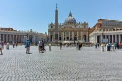 WATYKAN, RZYM WŁOCHY, CZERWIEC, - 22, 2017: Zadziwiający widok St Peter ` s świętego i bazyliki Peter ` s kwadrat, watykan, Rzym Obrazy Royalty Free