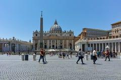 WATYKAN, RZYM WŁOCHY, CZERWIEC, - 22, 2017: Zadziwiający widok St Peter ` s świętego i bazyliki Peter ` s kwadrat, watykan, Rzym Zdjęcia Royalty Free